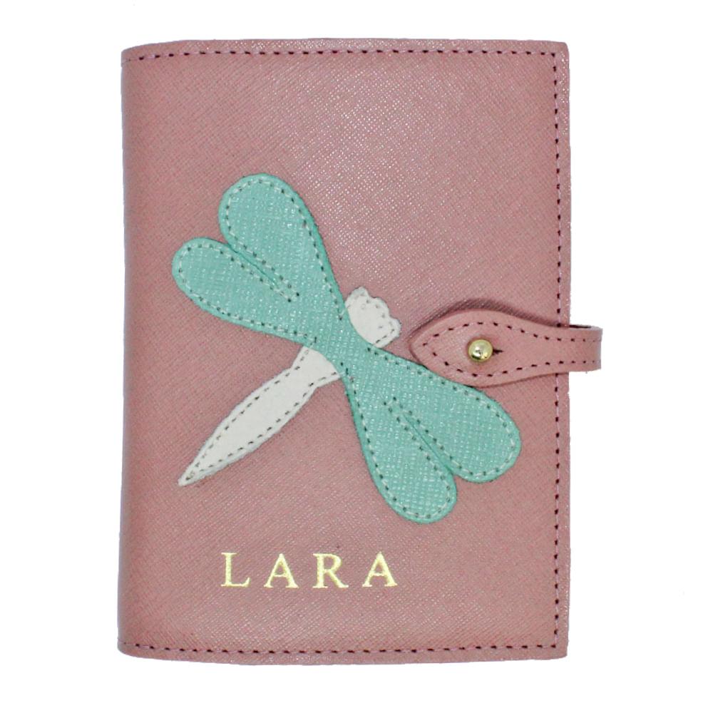 merci-with-love-porta-passaporte-duplo-libelula-algodao-doce-safiano-detalhe-menta-prada-com-rose-liso-frente
