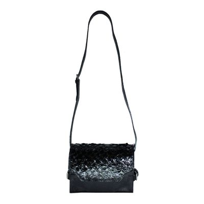 merci-with-love-bolsa-claire-pirarucu-preto-com-preto-liso-frente